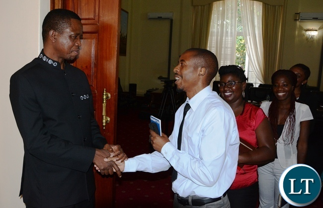 President Edgar Lungu chats with Zambia News and Information Services journalist Henry Himoonde whilst journalists looks on at State House during the meeting with Mandela Washington Fellowship of young African Leaders