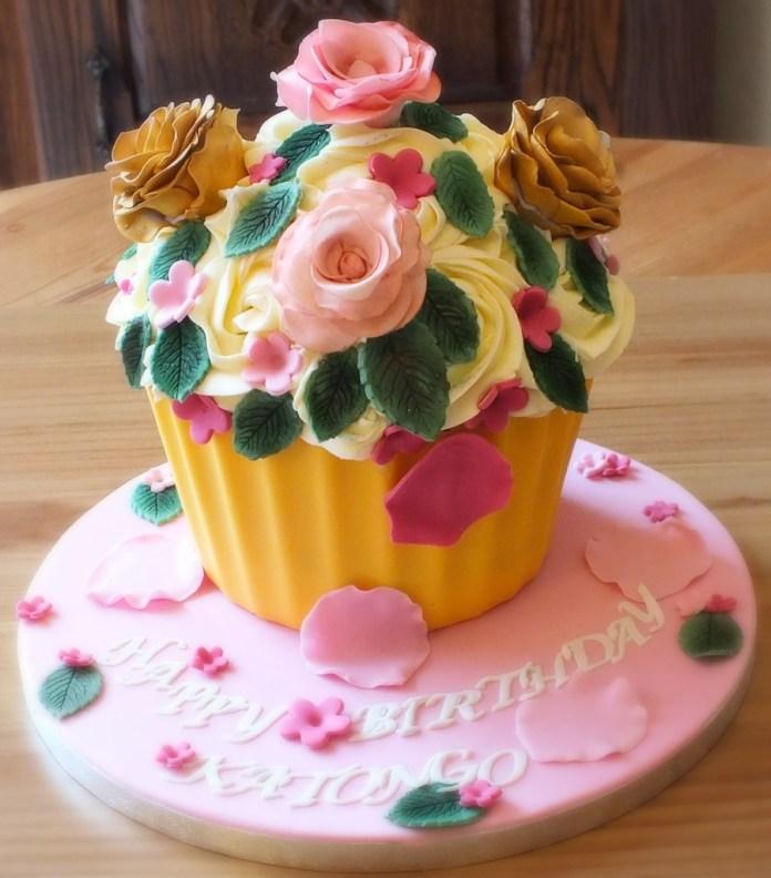 Giant cupcake.jpg 5