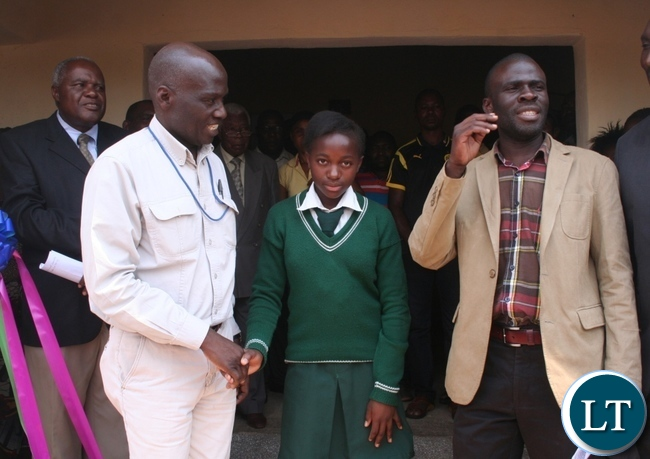 -Acting Solwezi district commissioner Chipawa Chipawa (r)talks to the pupils at Meheha secondary not to vandalize a 1 x 3 science laboratory after Lumwana mine company handed it over to government as Lumwana community relations superintendent Harrington Kanema (l) and a grade 8 pupil Keron Mwansa look on in Kalumbila district