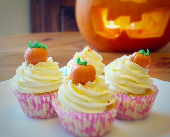 Pumpkin_cupcakes.jpg_4