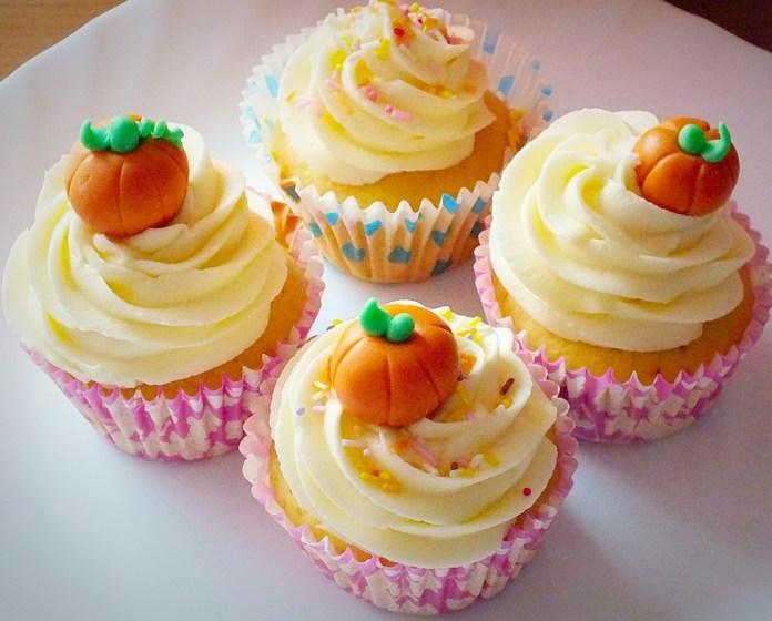 Pumpkin_cupcakes.jpg_5