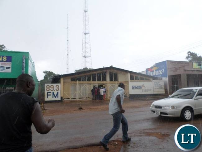 Confusion reigns outside Breeze FM studios as suspected PF cadres throw storms at the studio