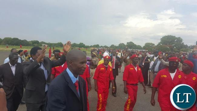 HH surrounded by his security team on arrival at Mongu airport