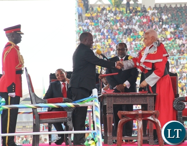 Newly elected Tanzanian President Dr John Pombe Magufuli takes oath before Chief Justice Othuman Mohammed Chande during the Inauguration ceremony at the Uhuru stadium in Dar es Salaam, Tanzania.