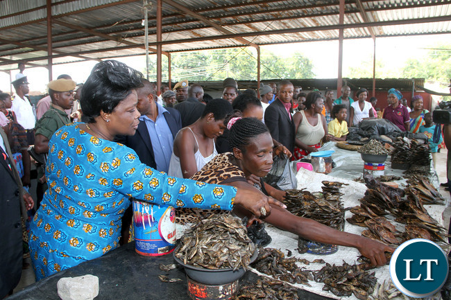 FILE: First Lady Esther Lungu buying merchandize at Nakabala Market in Mazabuka after visiting Chief Mwanachingwala who has been unwell for the past two years on Thursday, Jaunary 21,2016 -Picture by THOMAS NSAMA