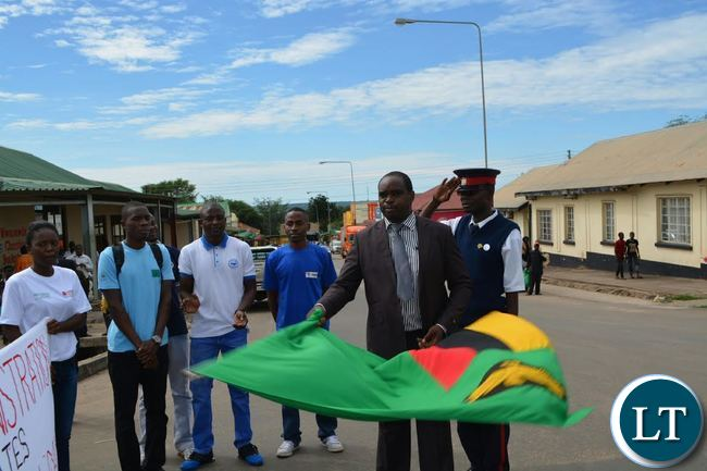 Livingstone District Commissioner Omar Munsanje flagging off the Youth Day celebrations in the tourist capital
