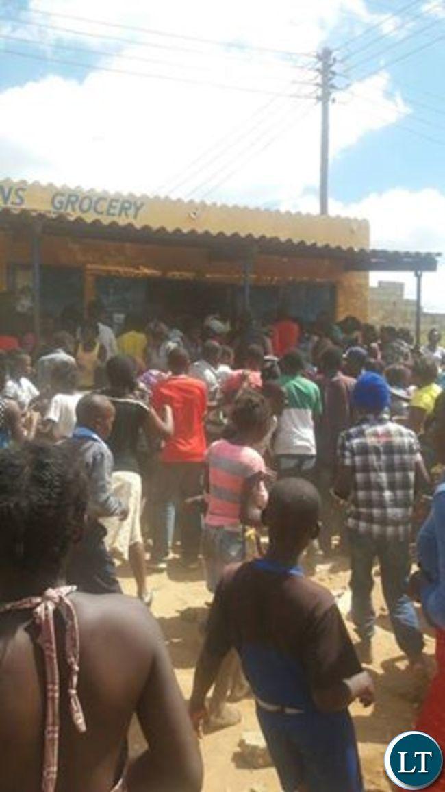 People looting shops in Zingalume