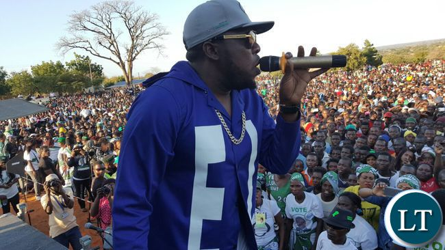 JK perfoming Dununa Reverse at a PF rally in Siavonga