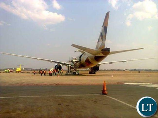The cargo plane arrives at KKIA
