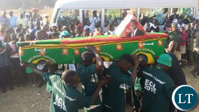 PF supporters carrying an HH coffin