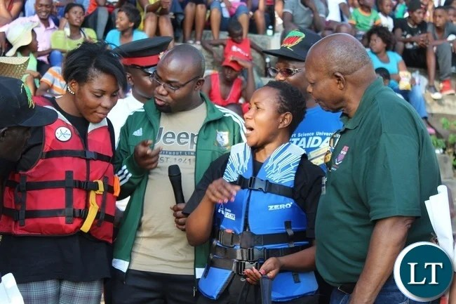 Minister of Youth,Sport and Child Development Moses Mawere(centre) lectures Team captains for National Airports Corporation(right) and Kazungula(left) before the women's final during the 2016 Regatta in Livingstone