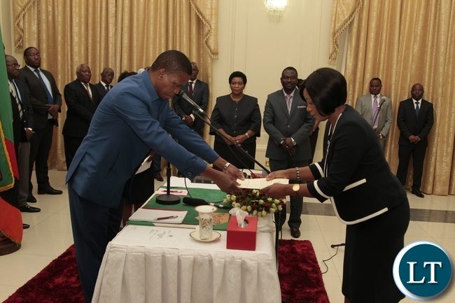 President Edgar Lungu receive latter of Oath from Newly appointed Minister of Information Kampamba Mulenga at State House yesterday 14-10-2016. Picture by ROYD SIBAJENE/ZANIS
