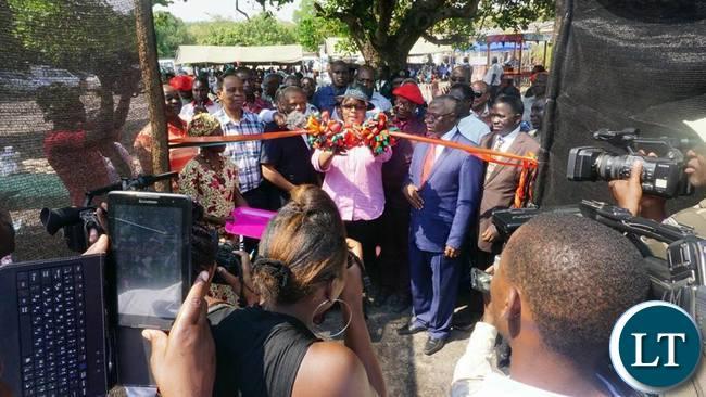Dora Siliya cuts the ribbbon to launch the Cashewnuts project