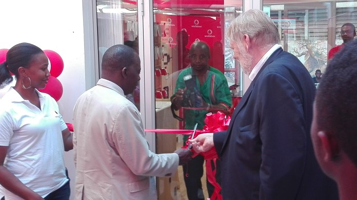 UNZA Dean of students Mr Zgambo and Vodafone CEO Mr Stork cutting the ribbon