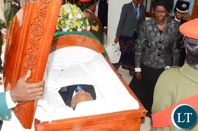 Vice President Inonge Wina paying her last respect to the late former Deputy speaker of Parliament Mukondo Lungu during the church Service at UCZ saint Andrews y