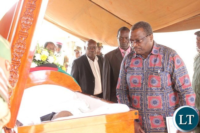 FORMER Chasefu MP, Chifumu Banda, pays his last respect to the late Mkhondo Lungu at Kachule farm in Lundazi