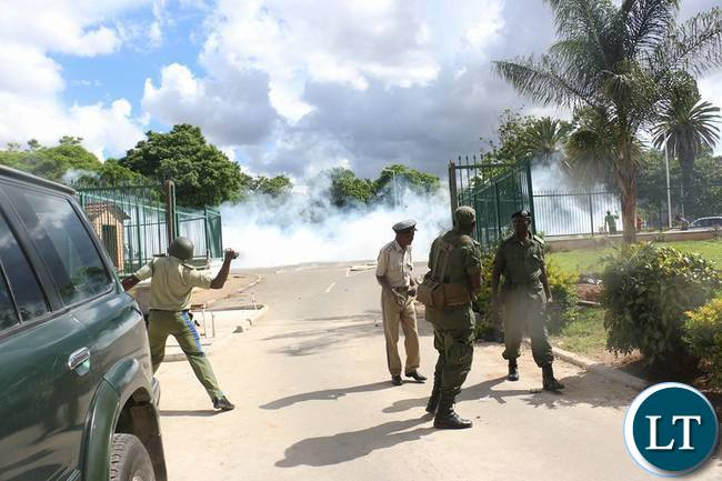 Zambia Police fighing Running Battles with UPND cadres