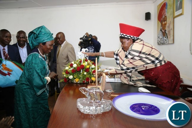 Vice President Mrs Inonge Mutukwa Wina being welcomed by Senior Chieftaniss Nkomeshya Mukamabo ll at her palace this was during the tour of fields affected with Army worms in Chongwe District