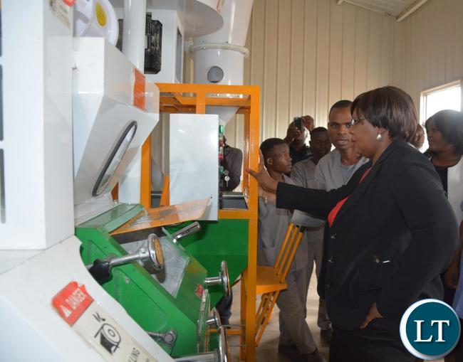 Minister of Agriculture Dora Siliya during the tour of the solar milling plant in Bauleni