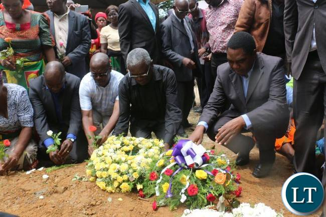 HH and his entourage lat Reeves Malambo's burial site
