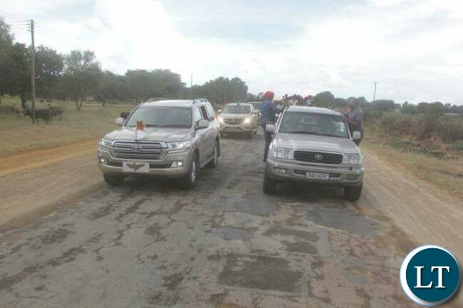 President Lungu's motorcade appears to give way to HH's convoy in Mongu on Saturday