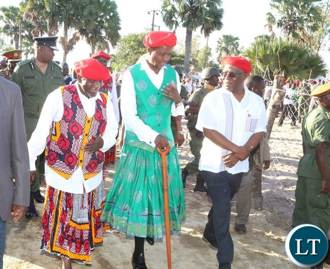 President Edgar Lungu (c) Western Province Minister Nathaniel Mubukwanu (r) and Ngambela Nyambe Mweenda  at Lealui Palace