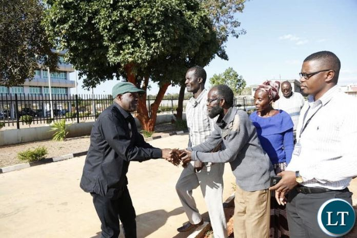 Some sympathizers greeting Fred M'membe at Muchinga Police Headquarters after questioning