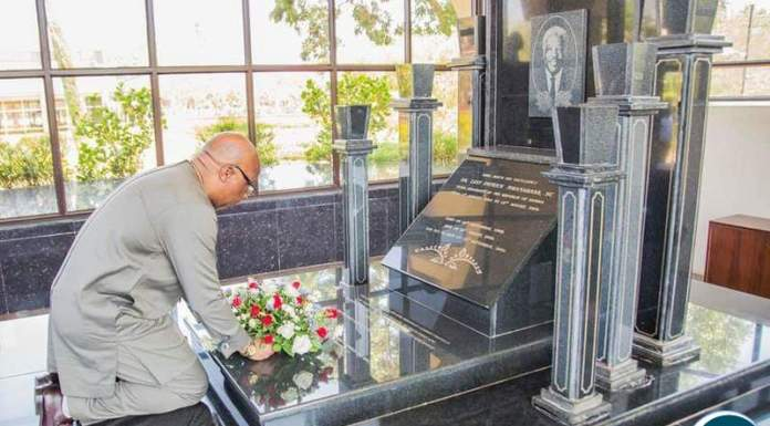 MMD President Nevers Mumba at the burial sites of late President Chiluba and Mwanawasa.