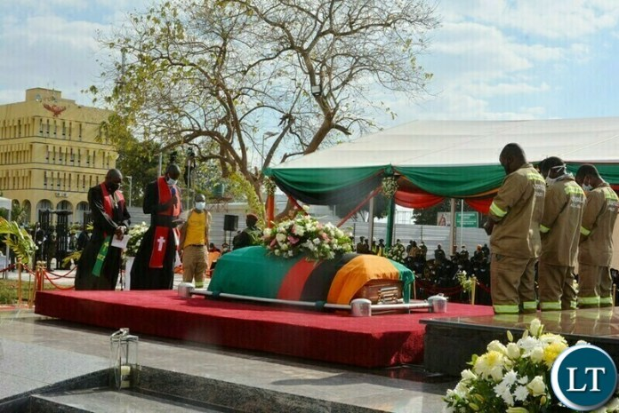 Lowering the casket of the late President  into his resting place