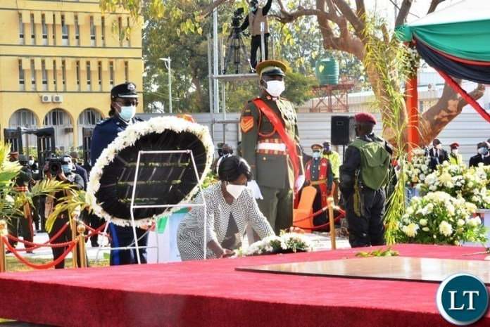 First Lady Easther Lungu Laying a  wreath