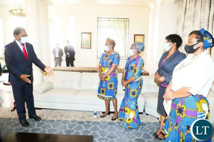President Hakainde Hichilema confers with NGOCC Executive Director Engwase Mwale (2nr) Board Chairperson Mary Mulenga (2nl) NGOCC Board Secretary Patricia Mukumbuta (l) and NGOCC Vice Chairperson Leatitia Pupe (r) when they called on the President at State House. Thursday, September 16, 2021. Picture by ROYD SIBAJENE ZANIS