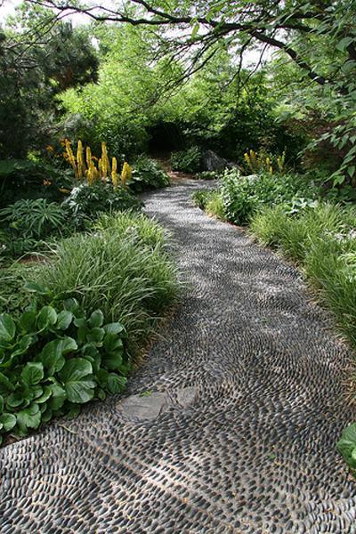 25 Unique Backyard Landscaping Ideas and Garden Path ... on Backyard Pebbles Design id=46780
