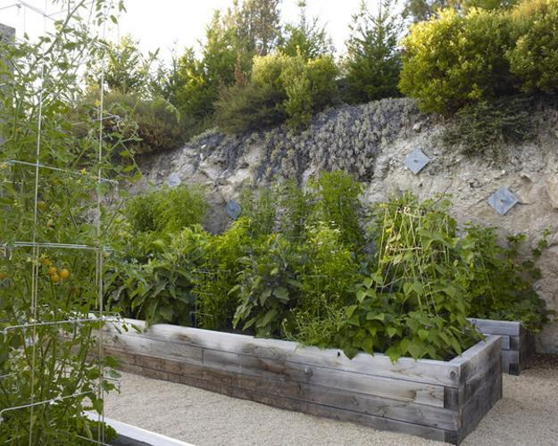20 Raised Bed Garden Designs and Beautiful Backyard ... on Backyard Raised Garden Bed Ideas id=93864