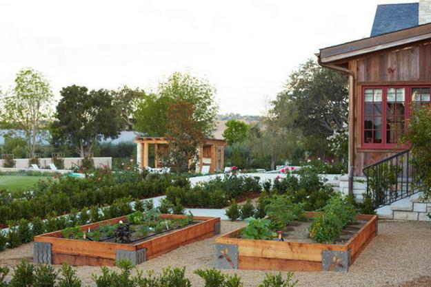 20 Raised Bed Garden Designs and Beautiful Backyard ... on Backyard Raised Garden Bed Ideas id=67276