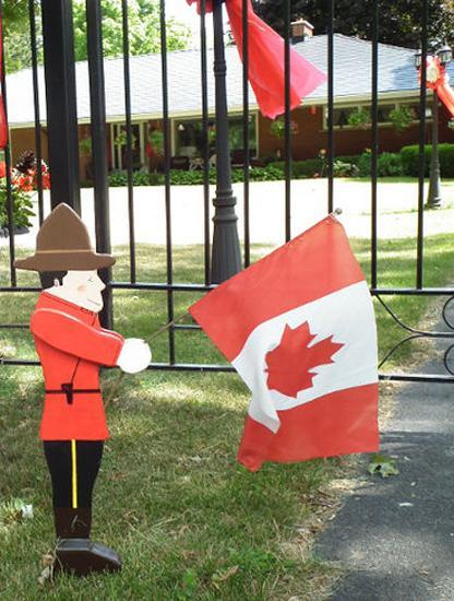 33 Canada Day Party Decorations and Ideas for Outdoor Home ... on Backyard Decor Canada id=38968
