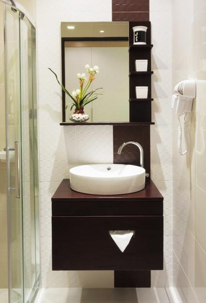 25 Small Bathroom Design and Remodeling Ideas Maximizing ... on Bathroom Ideas Small Spaces  id=76389