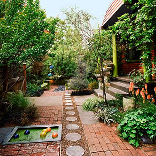 15 Small Backyard Designs Efficiently Using Small Spaces on Small Backyard Garden Design id=82739