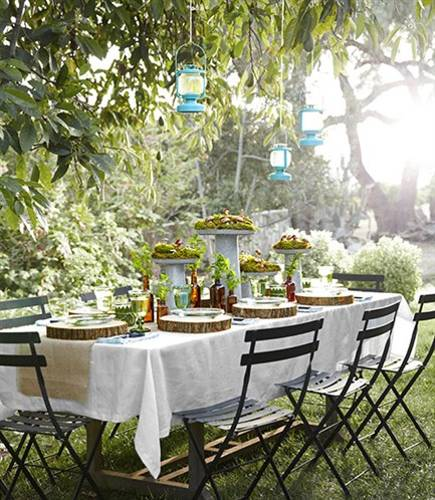 12 Simple Tips for Summer Party Table Setting and Outdoor ... on Backyard Table Decor id=87384