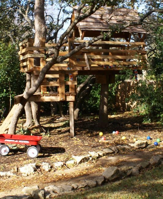 25 Tree House Designs for Kids, Backyard Ideas to Keep ... on Backyard House Ideas id=79329