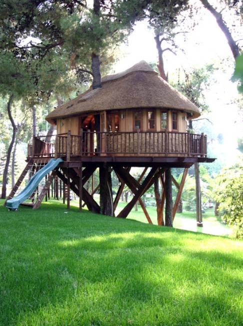25 Tree House Designs for Kids, Backyard Ideas to Keep ... on Mansion Backyard Ideas id=34410