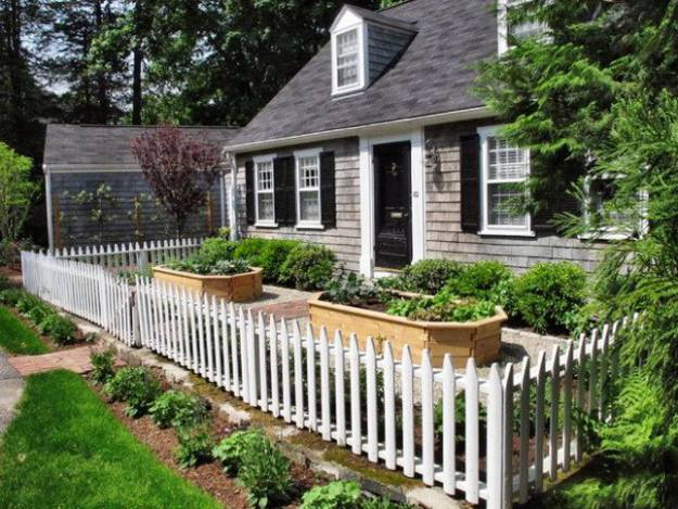 20 Wood Fence Designs Blending Traditions and Modern Ideas on Backyard Wooden Fence Decorating Ideas id=88530
