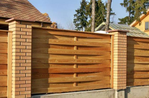 20 Wood Fence Designs Blending Traditions and Modern Ideas on Backyard Wooden Fence Decorating Ideas id=87209