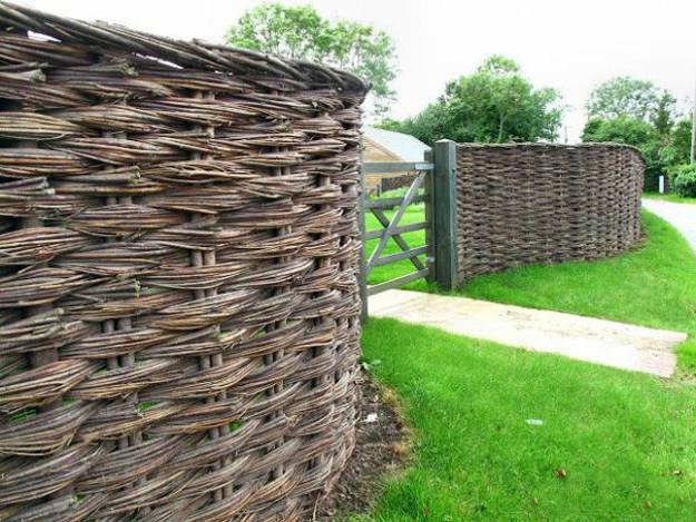20 Wood Fence Designs Blending Traditions and Modern Ideas on Backyard Wooden Fence Decorating Ideas id=89856