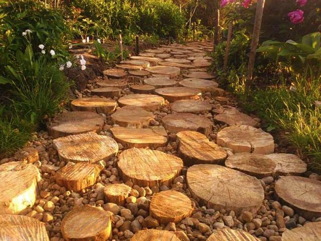 22 Ideas for MIxing Materials to Create Beautiful Yard ... on Wooded Backyard Ideas id=51333
