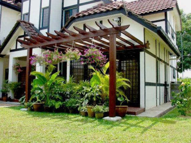 22 Beautiful Wooden Garden Designs to Personalize Backyard ... on Wooded Backyard Ideas id=91494