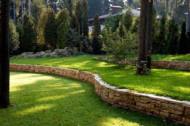 25 Beautiful Hill Landscaping Ideas and Terracing Inspirations on Backyard Hill Landscaping Ideas  id=81311