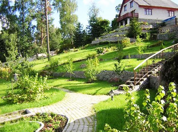 25 Beautiful Hill Landscaping Ideas and Terracing Inspirations on Backyard Hill Landscaping Ideas  id=80883