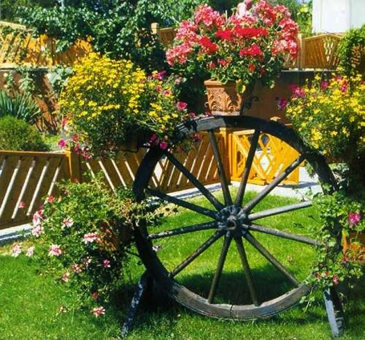 15 Small Handmade Yard Decorations for Creative Garden Design on Handmade Diy Garden Decor  id=48215