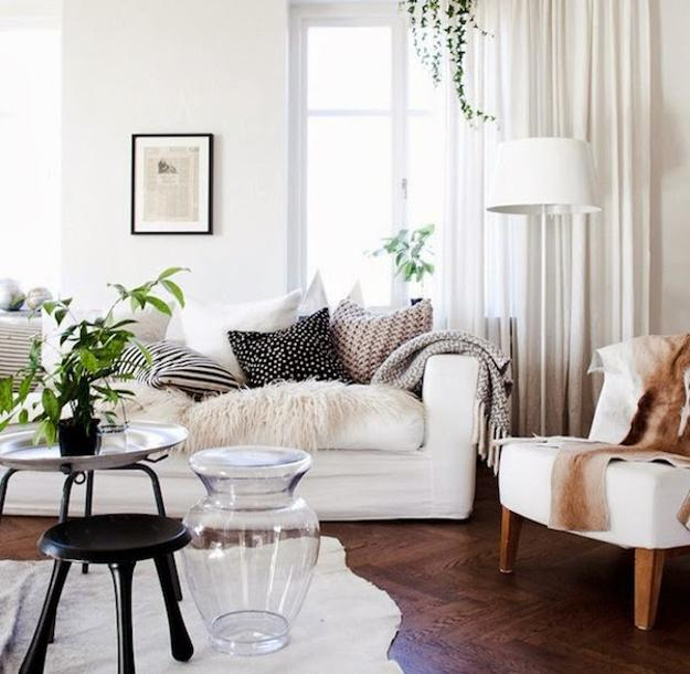 Simple Modern Ideas for Small Living Rooms to Fool the Eyes on Small Living Room Decorating Ideas  id=96498