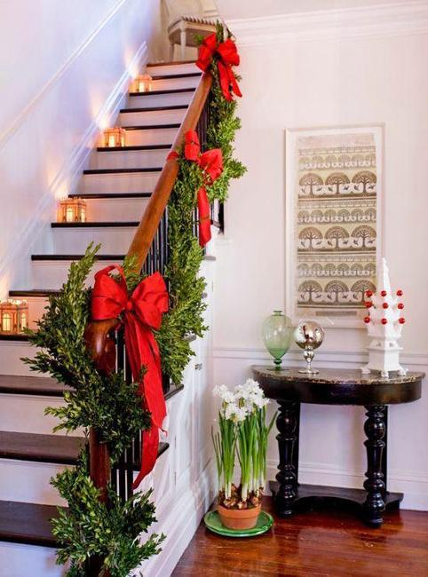 Nothing makes bedroom decor feel more fresh and updated than this easy idea! 33 Christmas Decorating Ideas for Festive Staircase Designs
